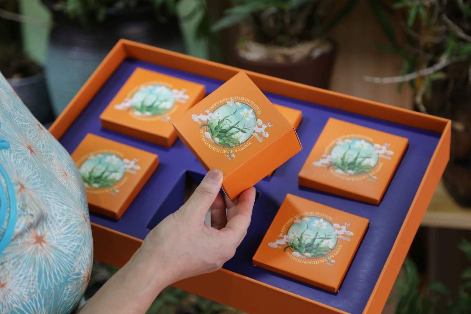中秋节送礼就送霍山石斛月饼即养生又上档次礼盒装预定啦